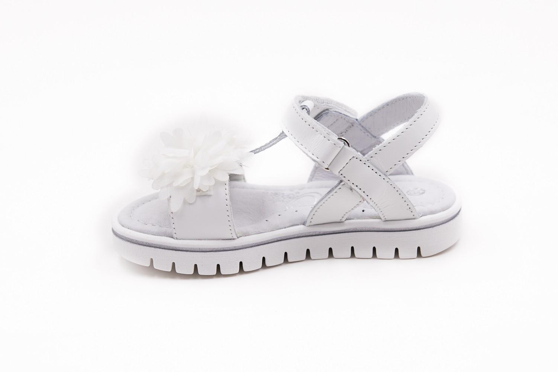 Sandale albe cu aplicatii textil