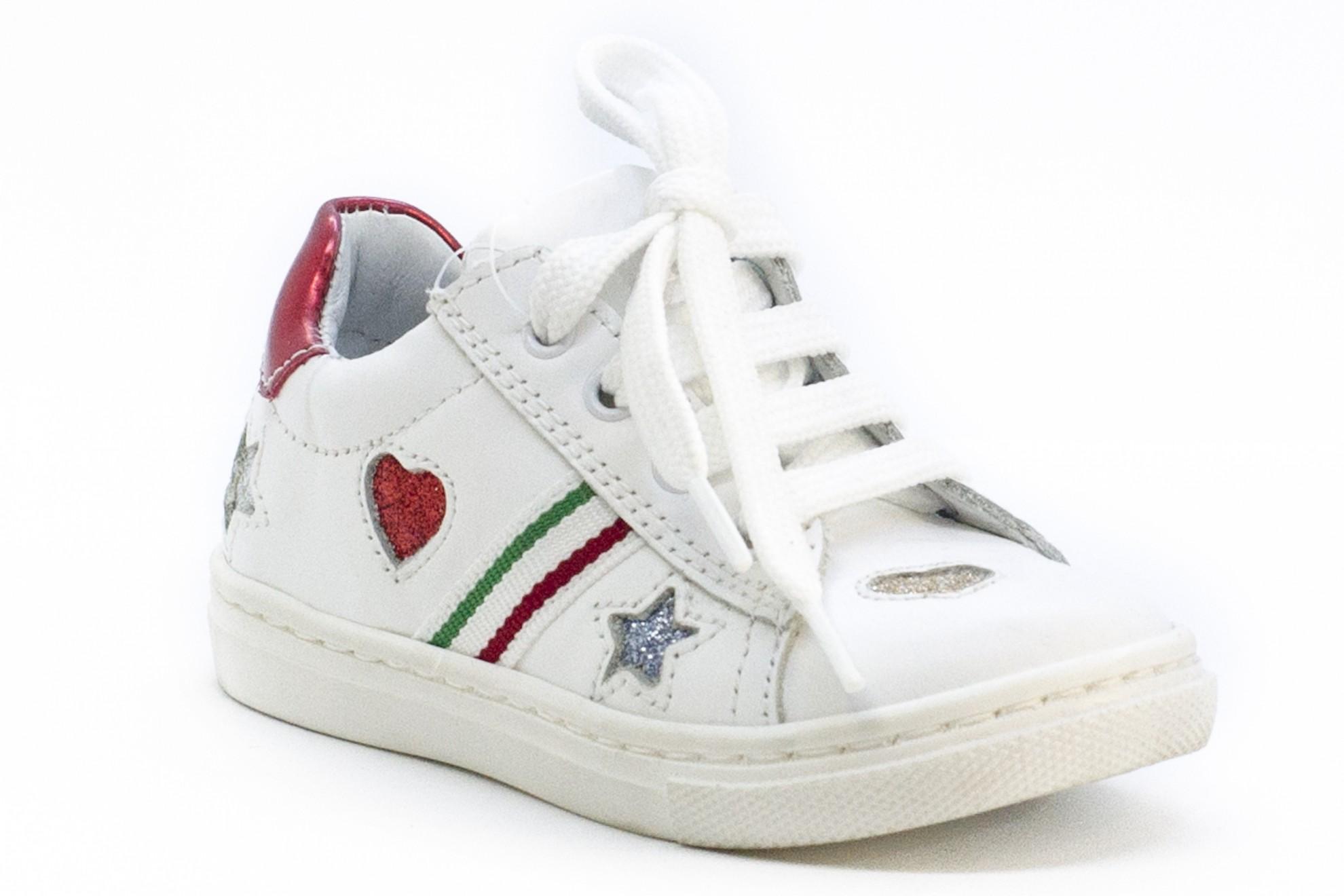 Pantofi/Tenisi albi cu inimioare si stelute